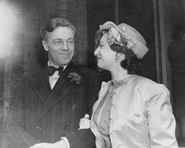 Fred Ramage「Cecil Day-Lewis Wedding」:写真・画像(1)[壁紙.com]