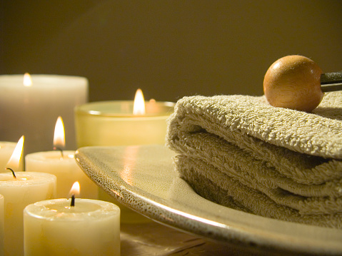 Health Spa「Spa with candles and towels on a stone tray」:スマホ壁紙(8)