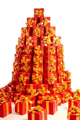 豊富「large stack of red gift boxes」:スマホ壁紙(7)
