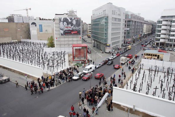 Rebuilding「Memorial Opens To Victims Of The Berlin Wall」:写真・画像(14)[壁紙.com]