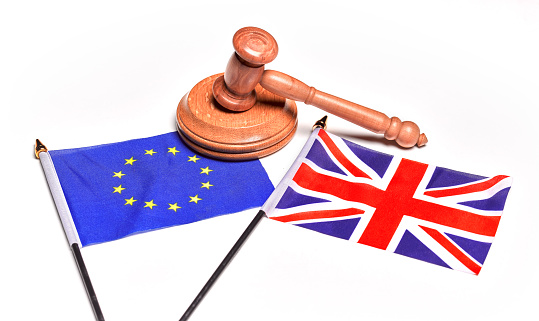 Choosing「Brexit Issues, EU and Union Jack flags in conflict, with legal gavel」:スマホ壁紙(8)