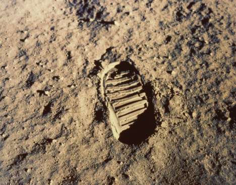 月「Astronaut's footprint on moon」:スマホ壁紙(9)