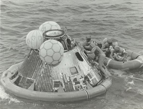 Passenger Craft「Astronauts In Lifeboat After Apollo 11 Splashdown」:写真・画像(0)[壁紙.com]