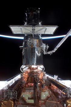 Hubble Space Telescope「Hubble Space Telescope Repair」:写真・画像(5)[壁紙.com]