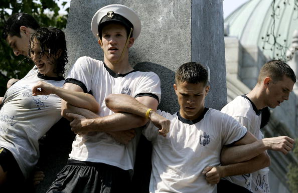 Arm In Arm「Naval Academy Freshmen Undergo Rights Of Passage」:写真・画像(10)[壁紙.com]