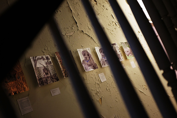 Former「Exhibit Featuring The Art Work Of Prisoners On Display At New York's Governor's Island」:写真・画像(6)[壁紙.com]