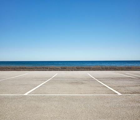 Sea「Empty Beach front Parking Lot」:スマホ壁紙(9)