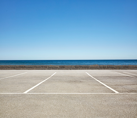 Land「Empty Beach front Parking Lot」:スマホ壁紙(4)