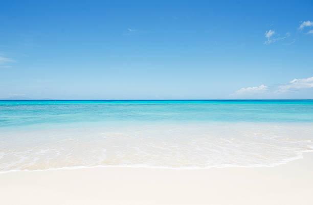 Empty beach, Antigua:スマホ壁紙(壁紙.com)
