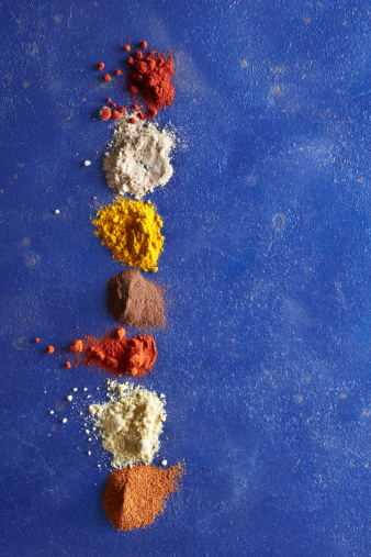 Cayenne Pepper「Various Spices on Blue Surface」:スマホ壁紙(3)