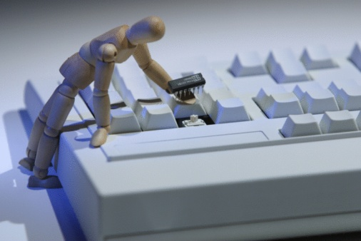 Figurine「Figurine fixing broken keyboard」:スマホ壁紙(13)