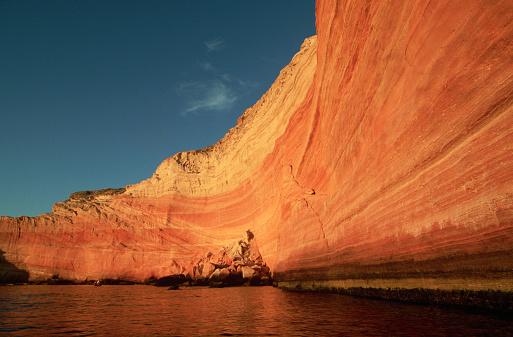 Baja California Peninsula「Red Cliff Wall of Punta Coloradas」:スマホ壁紙(9)