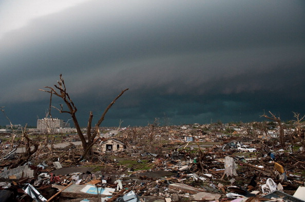 Missouri「89 Dead As Major Tornado Devastates Joplin, Missouri」:写真・画像(8)[壁紙.com]