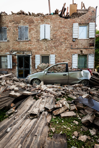 Brick Wall「Destroyed House after Earthquake in Italy (Emilia Romagna, 2012)」:スマホ壁紙(9)