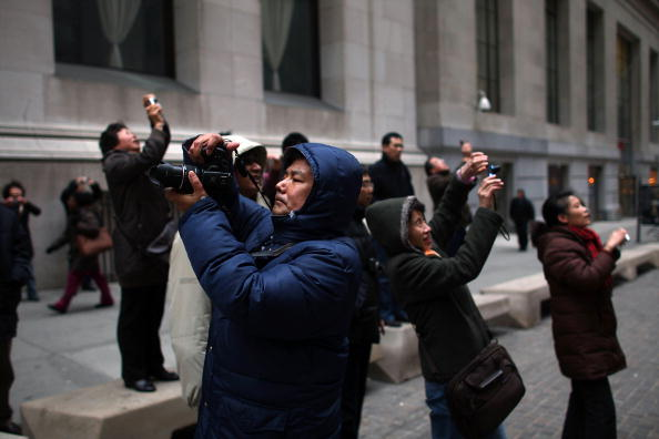 Dow Jones Industrial Average「Stocks Begin Recovery After Precipitous Plunge」:写真・画像(18)[壁紙.com]