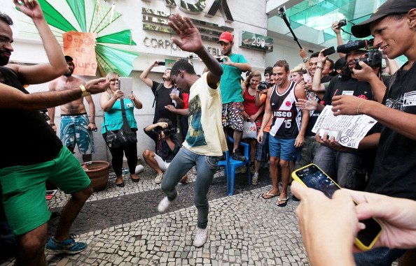 Middle Class「Brazilian Youth Hold Flash Mob Style Protest Gathering,  Rolezinho」:写真・画像(18)[壁紙.com]