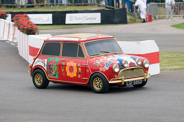 Small「1969 Austin Mini Cooper S owned by Beatle George Harrison」:写真・画像(15)[壁紙.com]