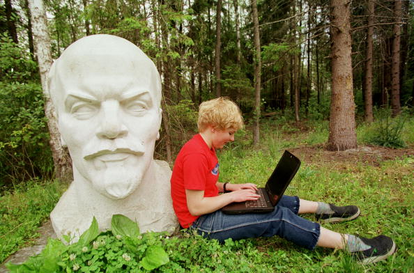 像「Relaxing with Lenin in Lithuania」:写真・画像(14)[壁紙.com]