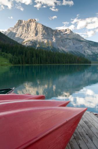 Yoho National Park「Canoes on Emerald Lake」:スマホ壁紙(5)