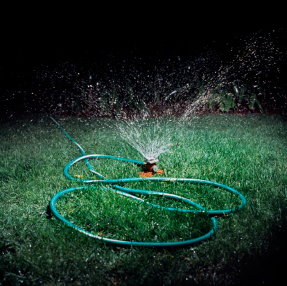 Garden Hose「Sprinkler spitting water on lawn at night」:スマホ壁紙(6)