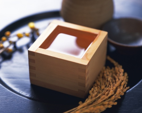 Sake「Sake in square wooden box and rice plants, high angle view, differential focus」:スマホ壁紙(13)