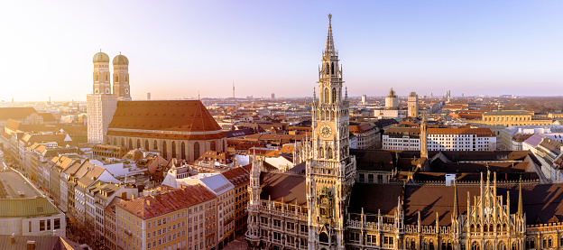 Town Square「Germany, Bavaria, Munich, Church of Our Lady and New Town Hall at Marienplatz, Panorama」:スマホ壁紙(4)