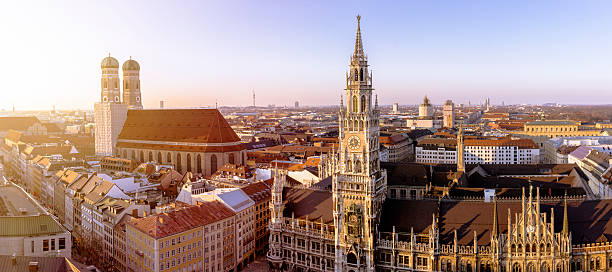 Germany, Bavaria, Munich, Church of Our Lady and New Town Hall at Marienplatz, Panorama:スマホ壁紙(壁紙.com)