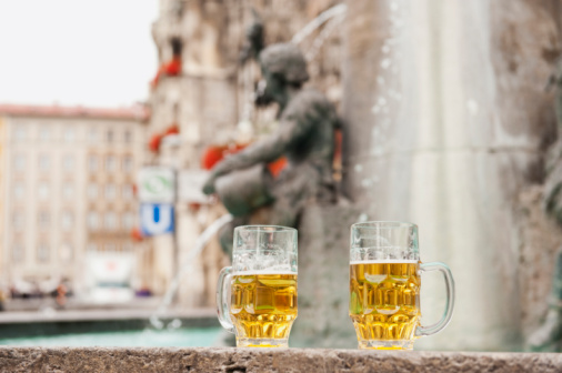 Munich「Germany, Bavaria, Munich, Marienplatz, Two beer mugs standing by fountain」:スマホ壁紙(1)