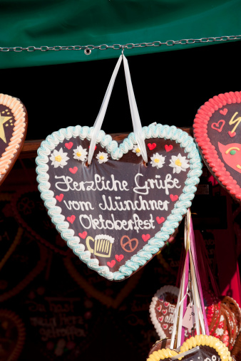 ハート「Germany, Bavaria, Munich, Decorated gingerbread hearts on Oktoberfest」:スマホ壁紙(8)