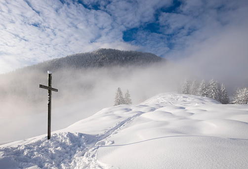 Bavarian Prealps「Germany, Bavaria, Upper Bavaria, Mangfall Mountains, Hocheck near Oberaudorf, Summit cross in snow」:スマホ壁紙(19)