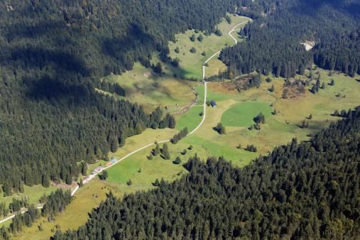 Bavarian Prealps「Germany, Bavaria, Upper Bavaria, Bavarian Prealps, Isarwinkel, View from Vorderer Kirchstein to Laengental valley, Laengentalalm」:スマホ壁紙(16)