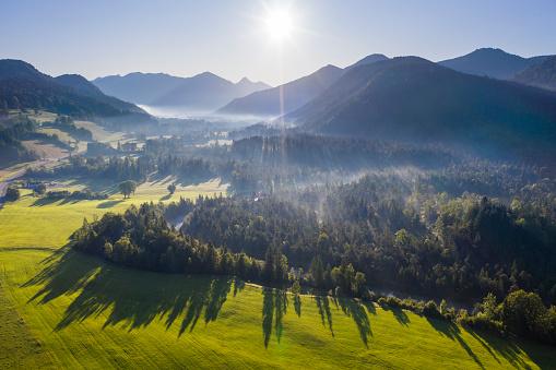 Jachenau「Germany, Bavaria, Upper Bavaria, Isarwinkel, Jachenau, rural landscape in fog at sunrise」:スマホ壁紙(19)