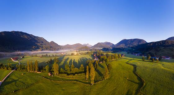 Jachenau「Germany, Bavaria, Upper Bavaria, Isarwinkel, Jachenau, rural landscape at sunrise」:スマホ壁紙(13)