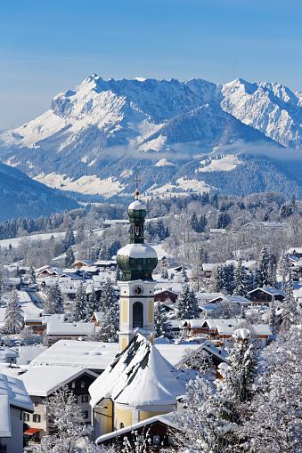 Kaiser Mountains「Germany, Bavaria, Upper Bavaria, Chiemgau, View to Reit im Winkl in winter, Kaiser mountains in the background」:スマホ壁紙(16)