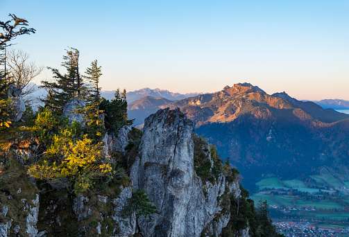 Brauneck「Germany, Bavaria, Upper Bavaria, Isarwinkel, Lenggries, View to Geierstein mountain, Brauneck behind」:スマホ壁紙(11)