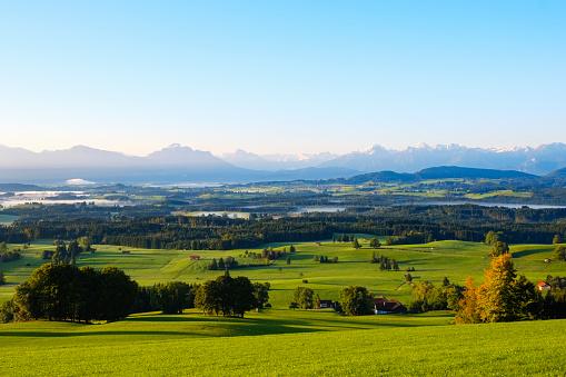 Lechtal Alps「Germany, Bavaria, Upper Bavaria, Allgaeu, Pfaffenwinkel, Bernbeuren, View from Auerberg」:スマホ壁紙(5)