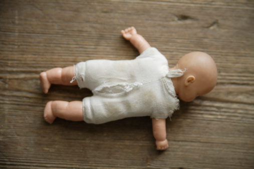 Doll「Germany, Bavaria, Doll on wooden floor」:スマホ壁紙(6)