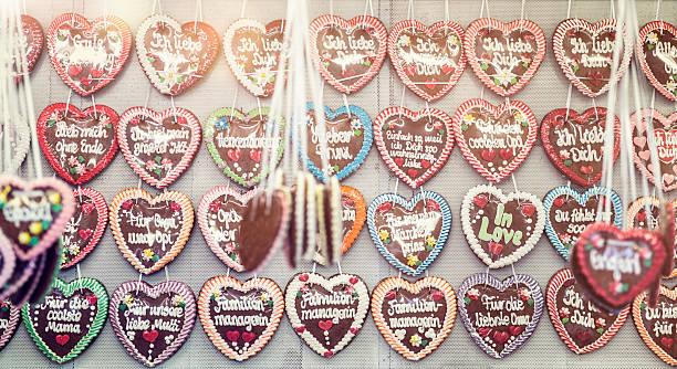 Germany, Bavaria, Munich, rows of gingerbread hearts at Oktoberfest:スマホ壁紙(壁紙.com)