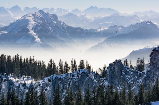 深い雪「Germany, Bavaria, Aschau, winter landscape as seen from Kampenwand」:スマホ壁紙(0)