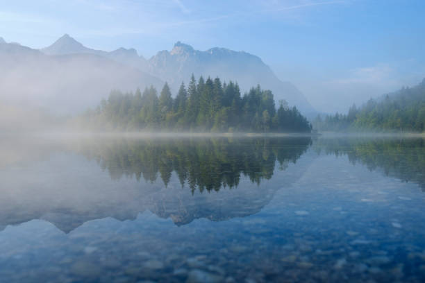Germany, Bavaria, Werdenfelser Land, Isar dam Kruen, morning fog:スマホ壁紙(壁紙.com)