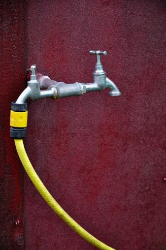 Hose「Germany, Bavaria, Water tap with yellow garden hose」:スマホ壁紙(5)