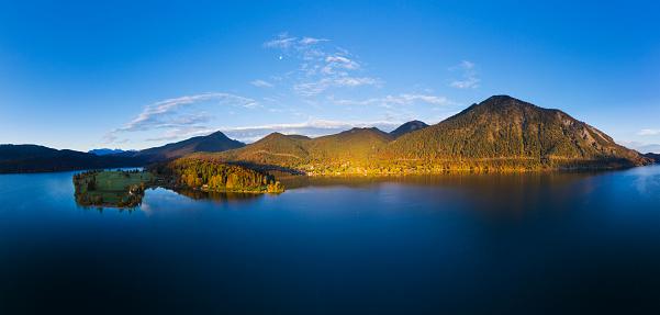 Bavarian Prealps「Germany, Bavaria, Scenic panorama of†Lake Walchen†and Zwergern peninsula in autumn」:スマホ壁紙(11)