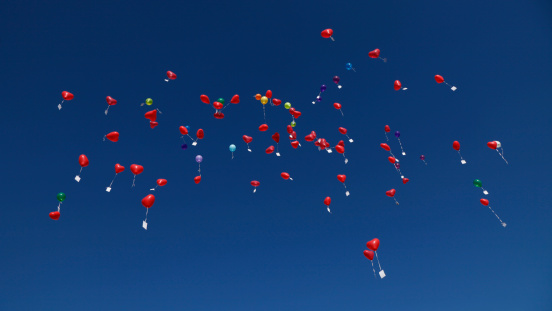 Balloon「Germany, Bavaria, Red heart shape balloons with messages in sky, wedding tradition」:スマホ壁紙(10)