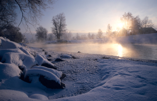 Superb view「Germany, Bavaria, Loisach, sun reflecting in river and snow covered rocks at dawn」:スマホ壁紙(1)