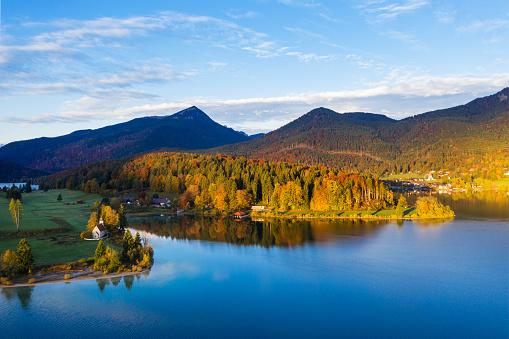 Bavarian Prealps「Germany, Bavaria, Scenic view of†Lake Walchen†and Zwergern peninsula in autumn」:スマホ壁紙(12)