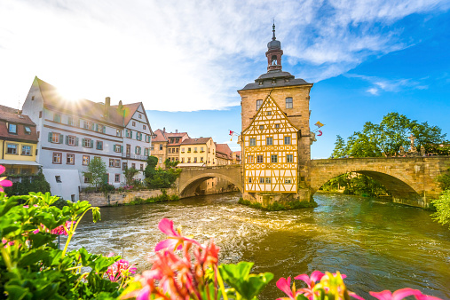 Government Building「Germany, Bavaria, Bamberg, Regnitz river with old townhall」:スマホ壁紙(8)