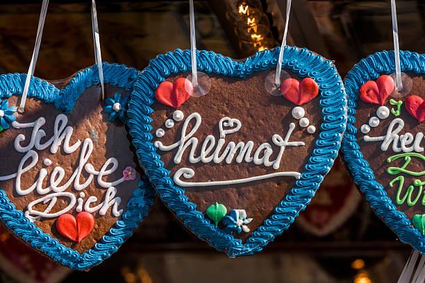 Germany, Bavaria, Munich, gingerbread hearts at the Oktoberfest:スマホ壁紙(壁紙.com)