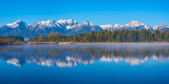 雪景色「Germany, Bavaria, Allgaeu, Lake Hopfensee in the morning」:スマホ壁紙(4)