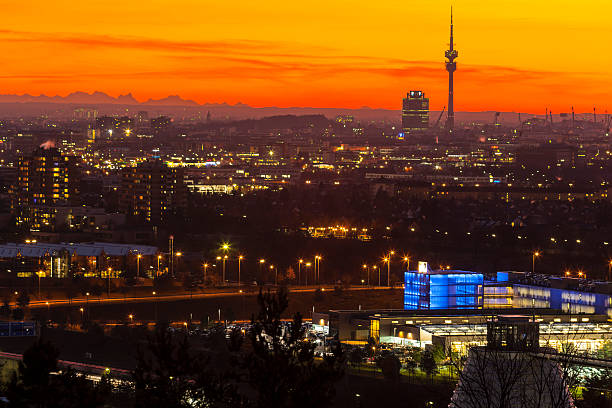 Germany, Bavaria, Munich, Cityscape at sunset with Alps in background:スマホ壁紙(壁紙.com)