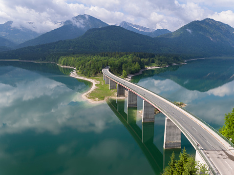 Lenggries「Germany, Bavaria, Sylvenstein dam and bridge with the Alps in background」:スマホ壁紙(12)